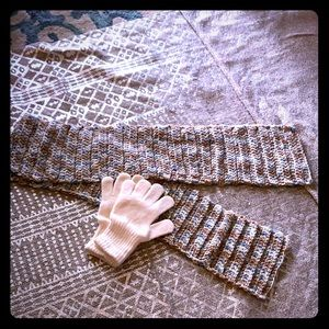 ESTATE Bundle Winter Gloves and Knitted Scarf